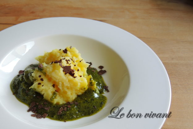 Crema de patata con trufa y pesto de chocolate_Getrüffelte Kartoffelcreme mit Schokopesto